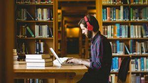 作業環境と姿勢を改善して疲労を軽減する