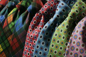 ネクタイにディンプルをつける