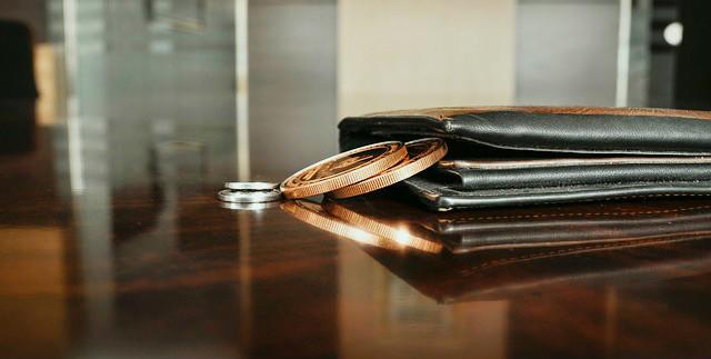 出来るビジネスパーソンに学ぶ。成功する財布の中身とは?3つの特徴