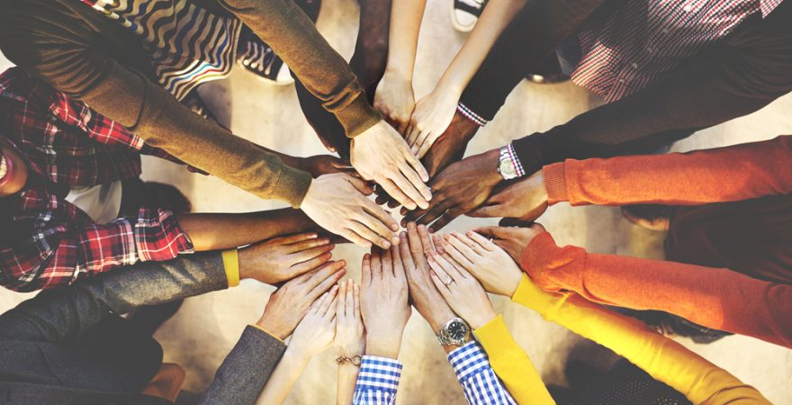 ビジネスにおけるチームとは? チームワークを発揮する4つのポイント