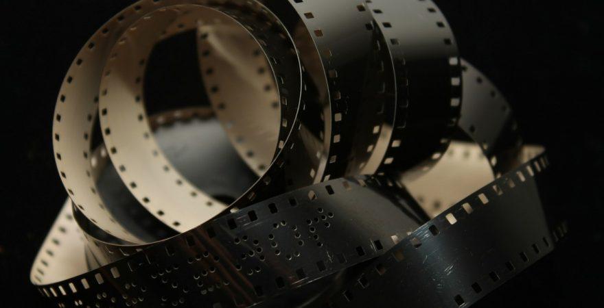 映画のチラシはなぜB5サイズなのか