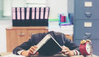 """「とにかく眠い!」仕事中の強烈な眠気の""""原因""""と対策について"""